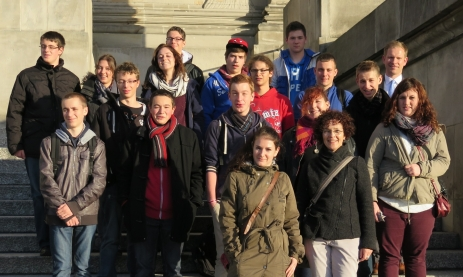 Vom CDU-Abgeordneten Thorsten Frei wurde die Gruppe zum Mittagessen ins Abgeordnetenhaus eingeladen. Anschließend gab es eine Führung durch das Reichstagsgebäude und ein Gespräch mit seinem wissenschaftlichen Mitarbeiter.