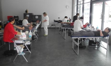 Schüler der Feintechnikschule spenden fleißig Blut