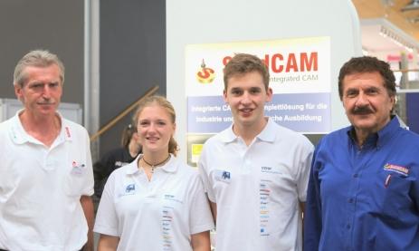 Dr. Emil Somekh (Gründer und Geschäftsführer SolidCAM), Christian Sprengart, Jana Mittermeier, Jürgen Kubas (von rechts)