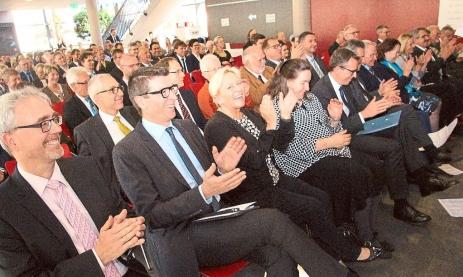 Zahlreiche Gäste feiern den Festakt des Technischen Gymnasiums in die Feintechnikschule anlässlich des 50. Jubiläums. Fotos: Heinig Foto: Schwarzwälder-Bote