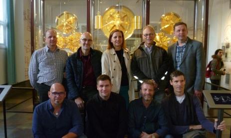 OSOW-Teilnehmer vor Jens Olsen's Astronomischer Uhr im Rathaus von Kopenhagen