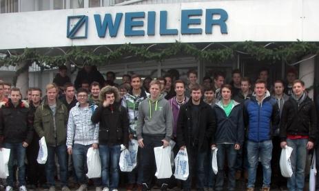 Feintechnikschüler bei der Firma WEILER zu Besuch