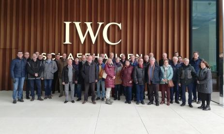 Ehemalige Feintechnikschüler besuchen den Uhrenhersteller IWC in Schaffhausen