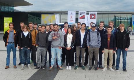 Die Klasse 3BFE2 mit ihrem Lehrer Bernd Welte (links)