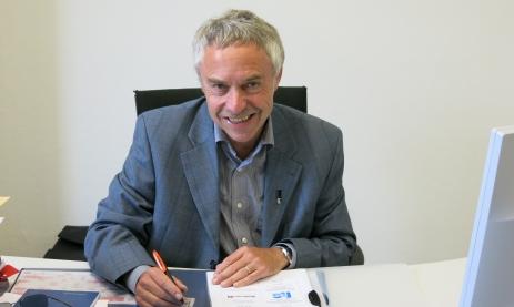 Neuer Abteilungsleiter Paul-Thomas Weich am Schreibtisch. Foto: Kirsten Rocholl