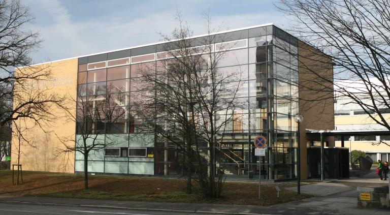 Neubau im Winter Ostseite