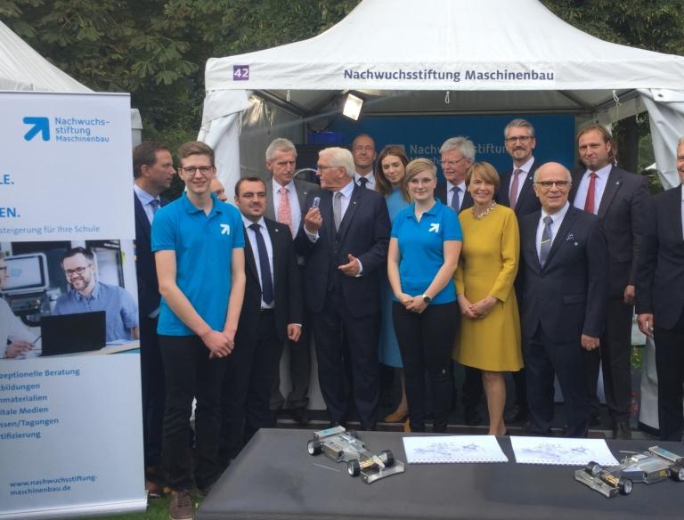 Fototermin mit dem Bundespräsidenten höchst persönlich Foto: NWS-Maschinenbau
