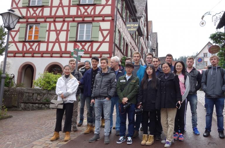 Chinesische Gäste der FTS in Schiltach erleben Schwarzwald pur