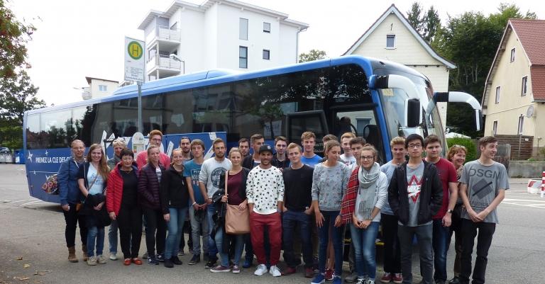 Schülerinnen und Schüler aus dem elsässischen Sélestat zusammen mit ihren deutschen Austauschschülern des Technischen Gymnasium Schwenningen und den Lehrerinnen Renate Nieding-Trefter (3.v.l.), Carine Coppé (4.v.l.) und Doris Meusburger (2. v.r).