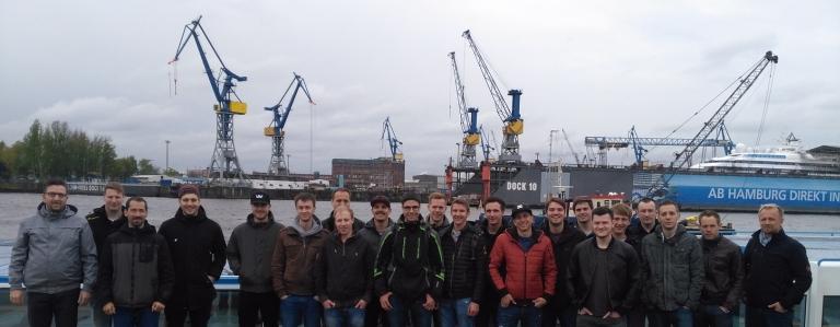 Landratten im Hafen mit den Lehrern Predrag Savija (li.) und Gerhard Müller