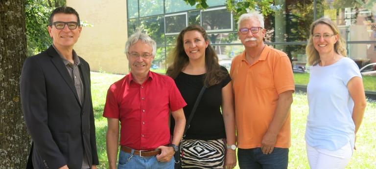 Schulleiter Thomas Ettwein (v.l.) verabschiedet Paul-Thomas Weich, Katharina Lebert und Lothar Sdun zusammen mit der Personalratsvorsitzenden Meike Buschle