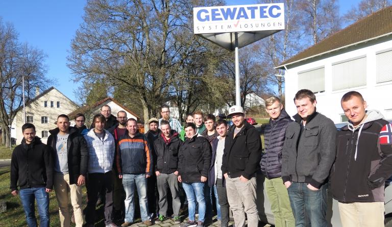 Künftige Industriemeister der Feintechnikschule besuchen Software-Hersteller GEWATEC