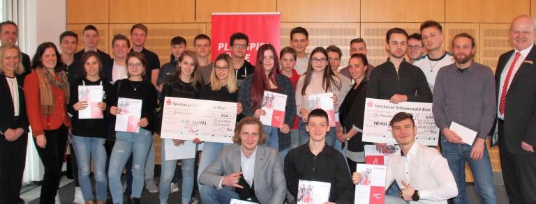 Die Gewinner des Planspiels Börse bei der Siegerehrung der Sparkasse Schwarzwald-Baar