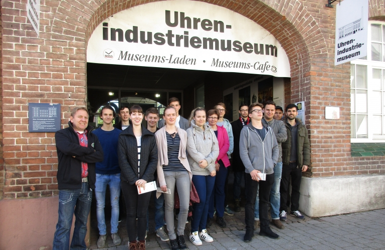 1. Lehrjahr der Uhrmacherschule im UhrenIndustrieMuseum