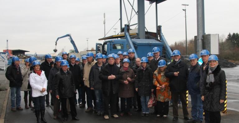 2,5 Tonnen brachten die ehemaligen Schüler der Feintechnikschule auf die Waage